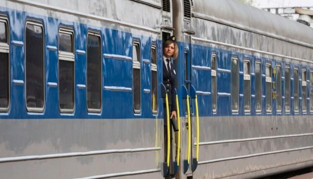 «Укрзалізниця» з 1 червня запустить 42 поїзди
