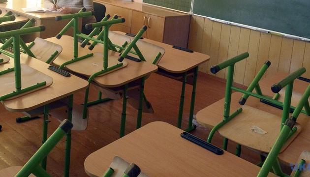 Шкільний навчальний рік в Україні закінчать 1 липня