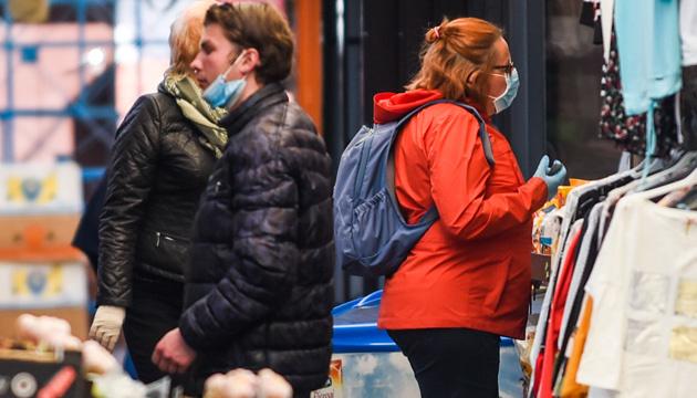 Польща скасовує «масковий режим» на вулиці, відкриє театри і кінотеатри