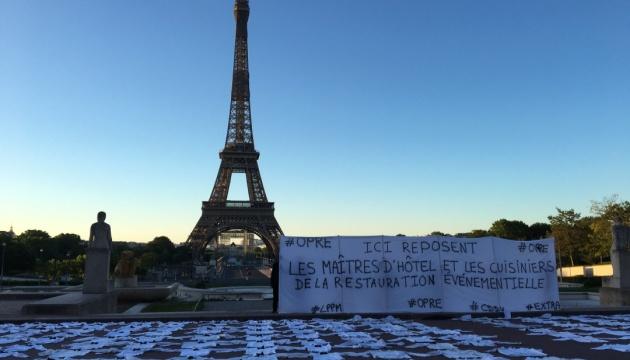 Безробітні кухарі та метрдотелі провели флешмоб у Парижі
