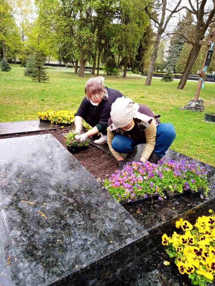 У Луцьку готують до свят меморіал