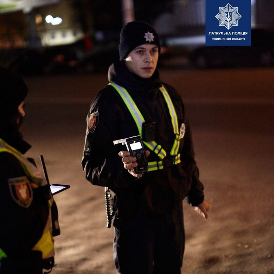 Нетверезий водій у Луцьку пропонував хабар патрульним