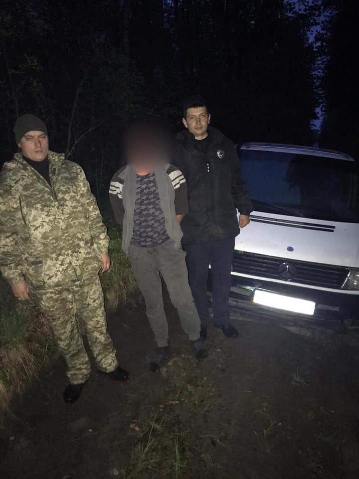 Вживав алкоголь та катав дівчат: на Волині затримали викрадача авто