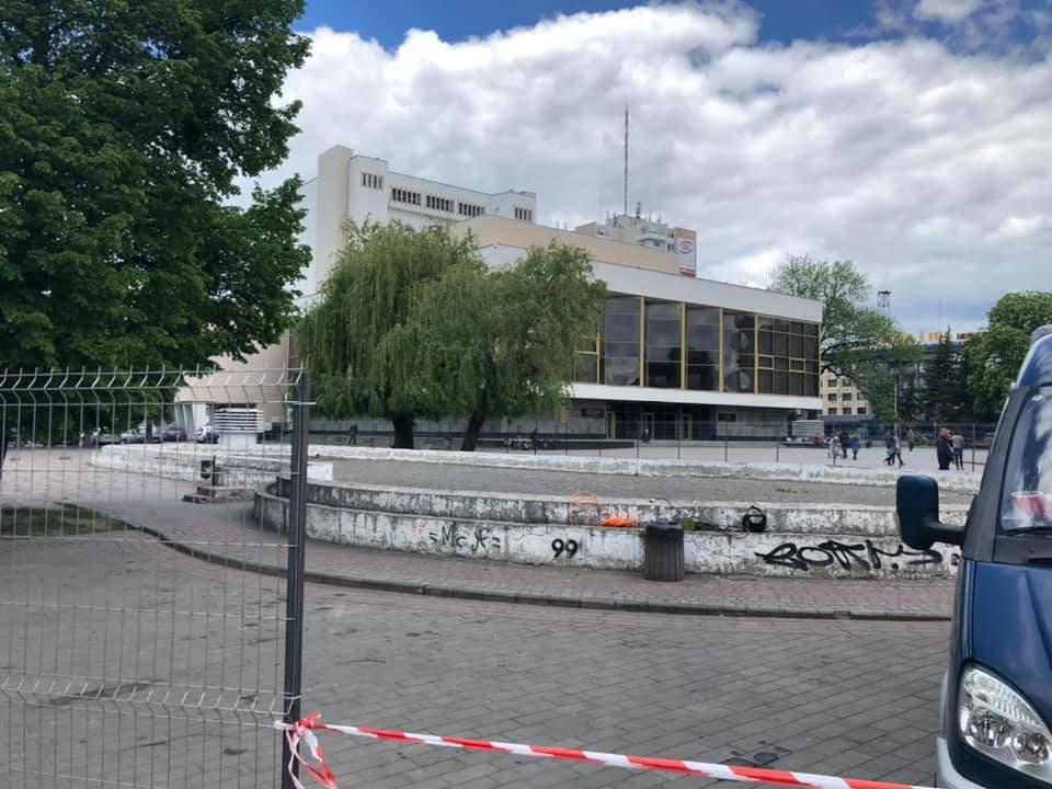 У центрі Луцька розпочинають демонтаж фонтану