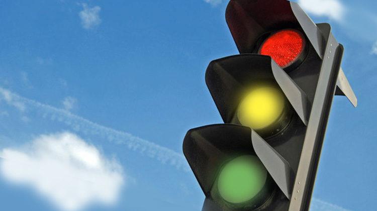 «Катастрофа на дорозі»: у Луцьку нарікають на невідрегульований світлофор у центрі міста