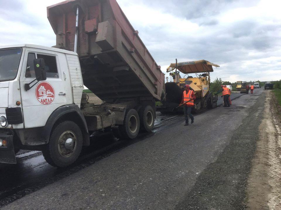 На Волині ремонтують територіальну автодорогу