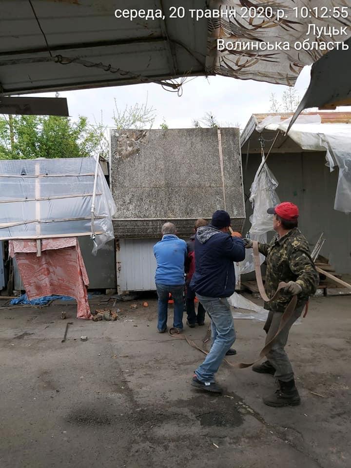У Луцьку продовжують демонтаж контейнерів з ринку «Центральний»