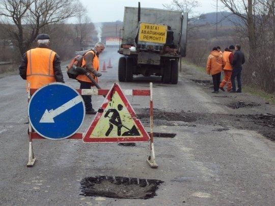 На Волині просять відремонтувати понівечену дорогу