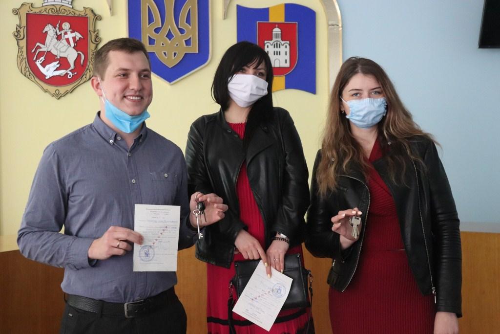 Троє молодих лікарів на Волині отримали службові квартири