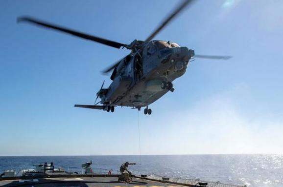 В Іонічному морі тривають пошуки 5 членів екіпажу гелікоптера НАТО