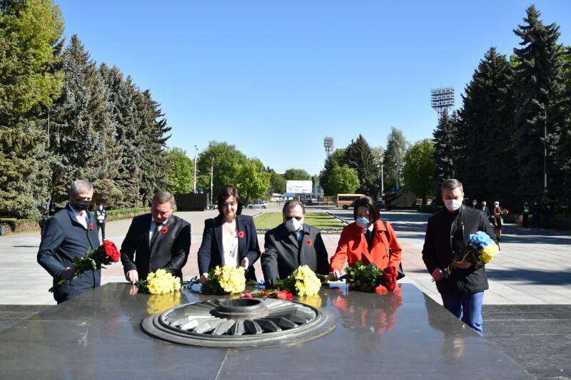 У Луцьку представники влади вшанували пам'ять загиблих у Другій світовій війні