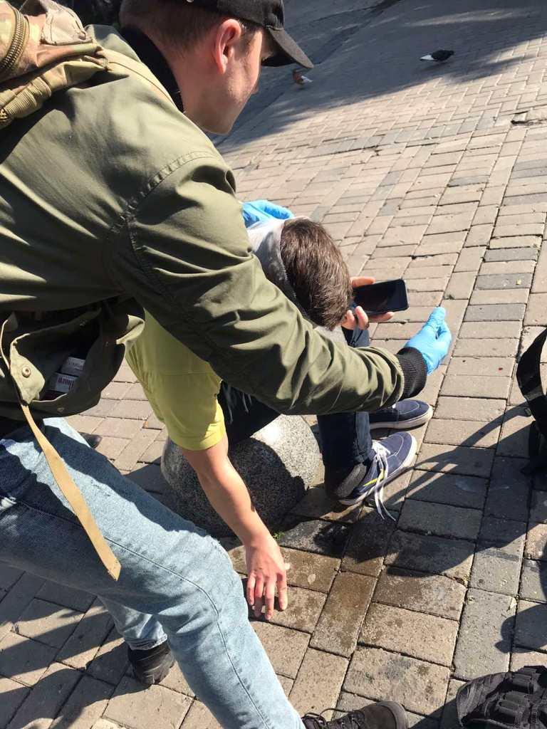 У центрі Луцька на пішохідній вулиці авто збило велосипедиста