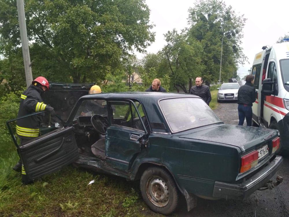 Рятувальники деблокували водія, який потрапив у ДТП поблизу Луцька