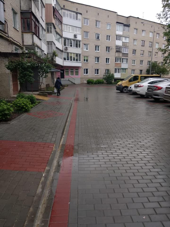 Недоліки ремонту дворів у Луцьку підрядник виправлятиме за власні кошти