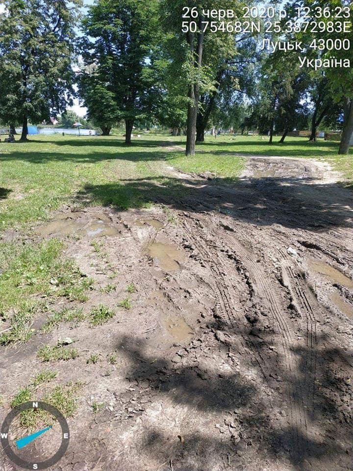 На Теремнівських ставках у Луцьку автівки пошкоджують зелену зону