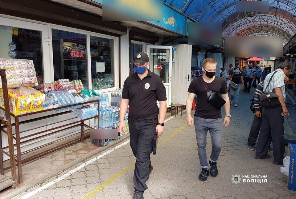 Правоохоронці перевіряли луцькі ринки на дотримання вимог карантину