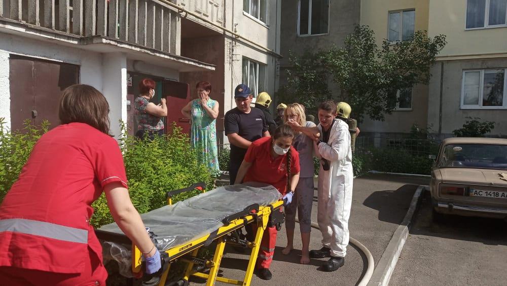 У Луцьку вогнеборці врятували життя жінці
