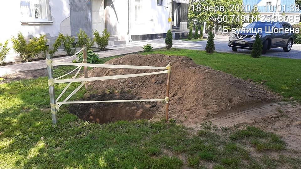 У центрі Луцька виявили незаконні земляні роботи