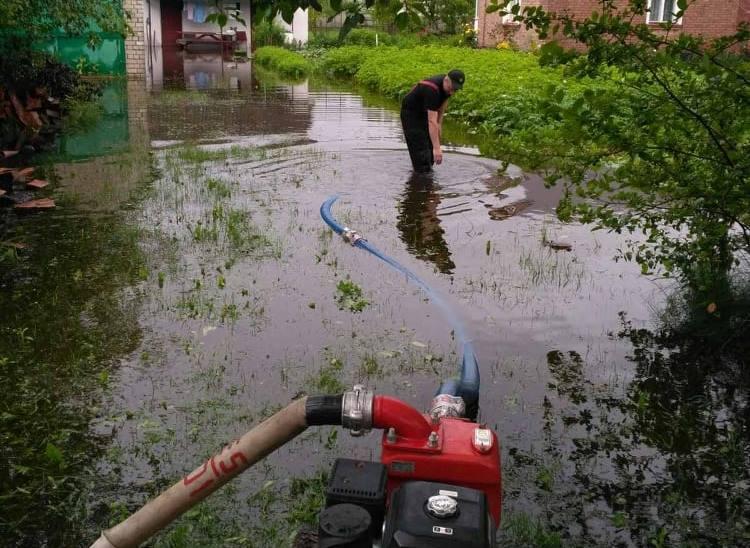 Рятувальники на Волині відкачують воду з затоплених територій