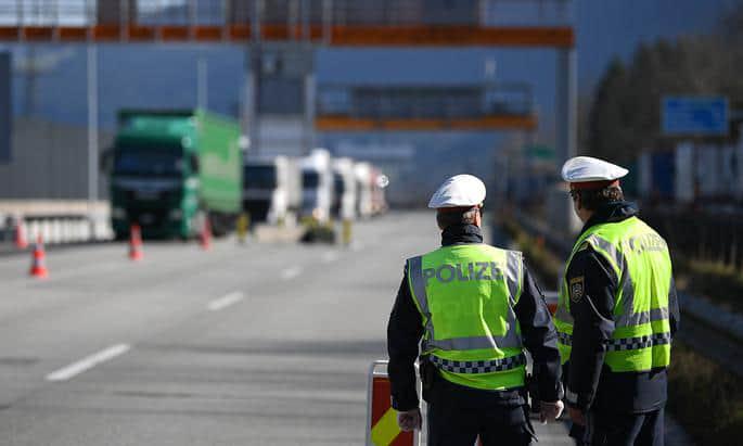 Австрія скасує коронавірусний контроль на кордонах з усіма сусідами, крім Італії