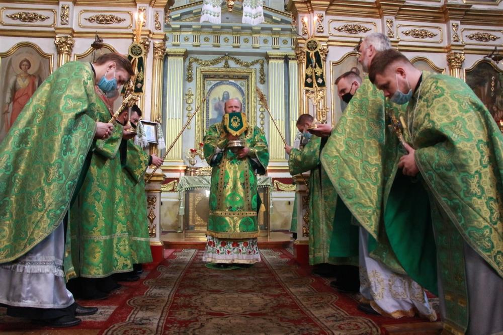Як у кафедральному соборі Луцька відсвяткували Трійцю