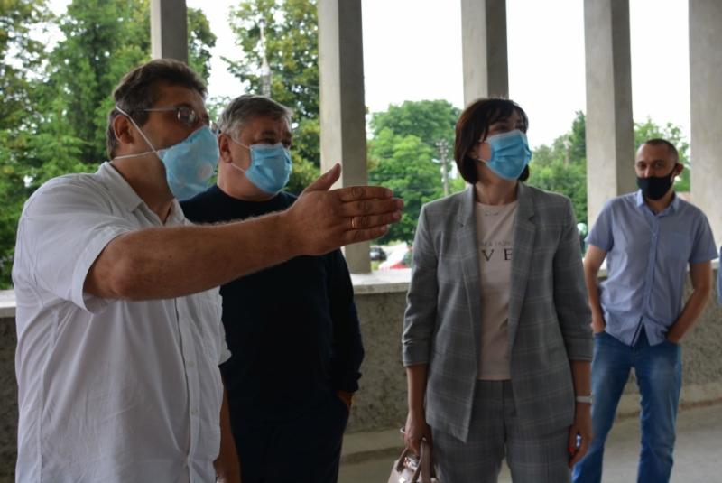 Голова Волиньради та депутати проінспектували ремонт фтизіопульмонологічного медичного центру у Луцьку