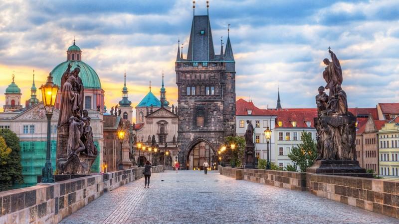 Музеї без дистанції та заходи до 1000 осіб: Чехія далі послаблює карантин