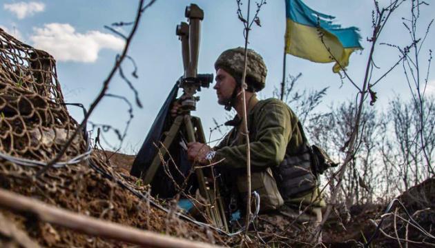 На Донбасі – п'ять порушень «тиші», поранений український військовий