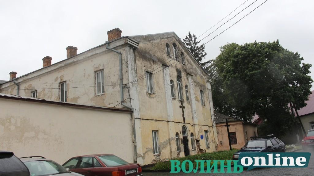 Волинській єпархії ПЦУ дозволили здійснити поліпшення комунальної будівлі в Старому місті Луцька
