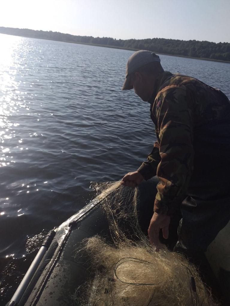 На озері Люцимер на Волині вилучили півкілометра сіток