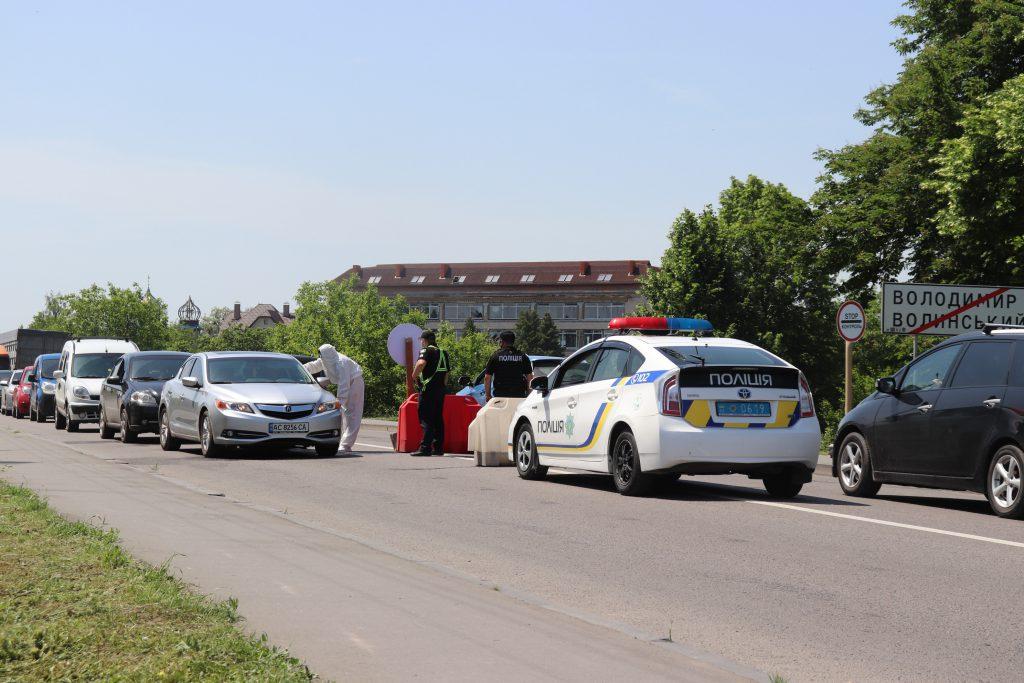 Виявили лише одну людину з температурою: КПП у Володимирі припиняють свою роботу