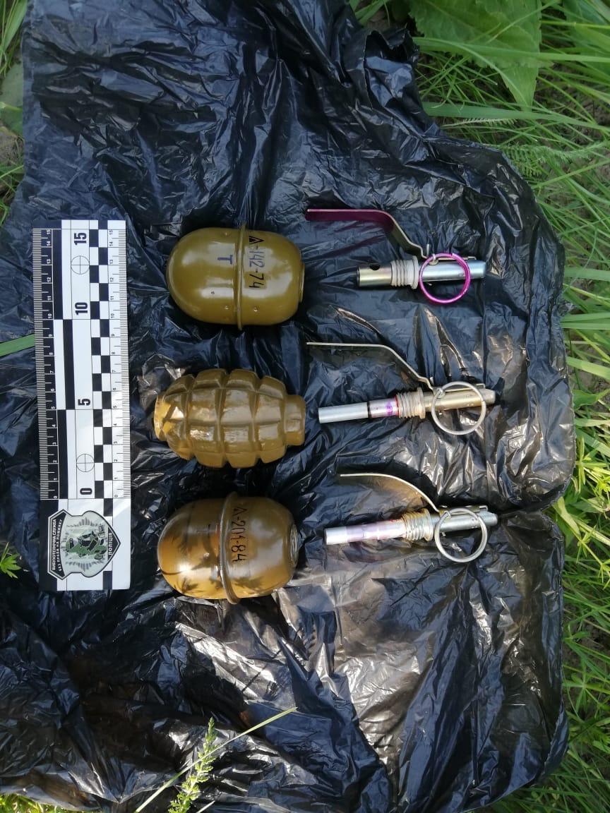 СБУ викрила схованку зі зброєю на покинутому полігоні на Волині