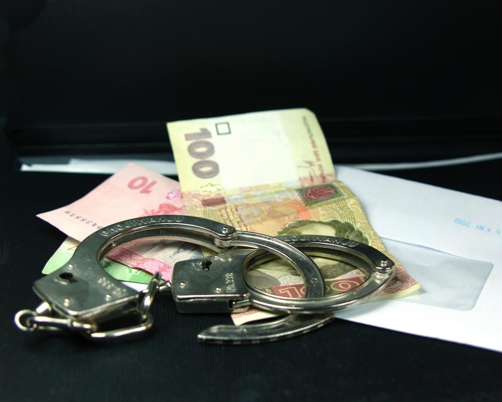 Іноземця та волинянина за надання хабаря правоохоронцям можуть засудити на чотири роки