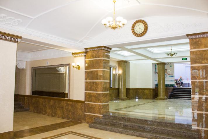У місті на Волині завершили ремонт фойє палацу культури