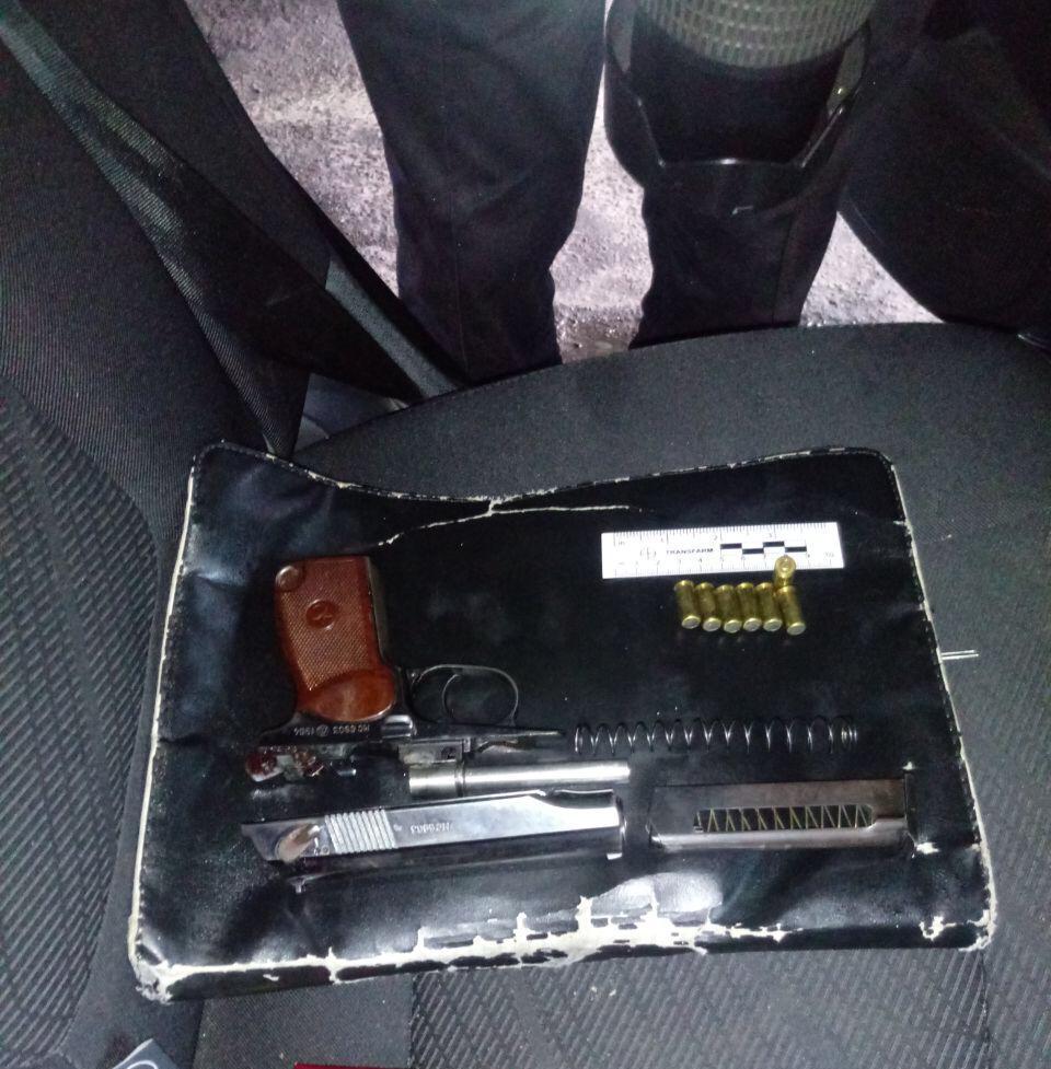 Чотирилапий охоронець допоміг луцьким прикордонникам виявити травматичну зброю