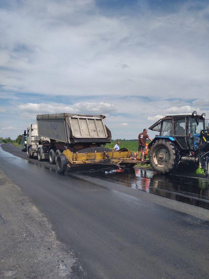 На Волині триває ремонт відрізку автошляху поблизу Нововолинська