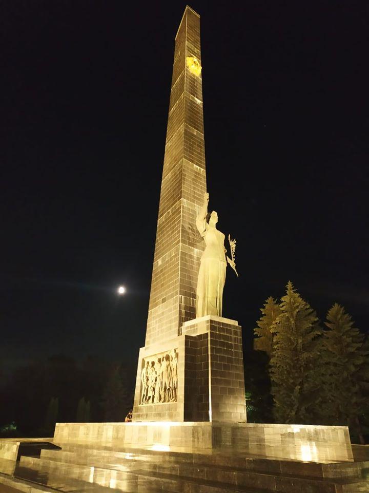 У Луцьку запрацювало нове підсвічування пам'ятників