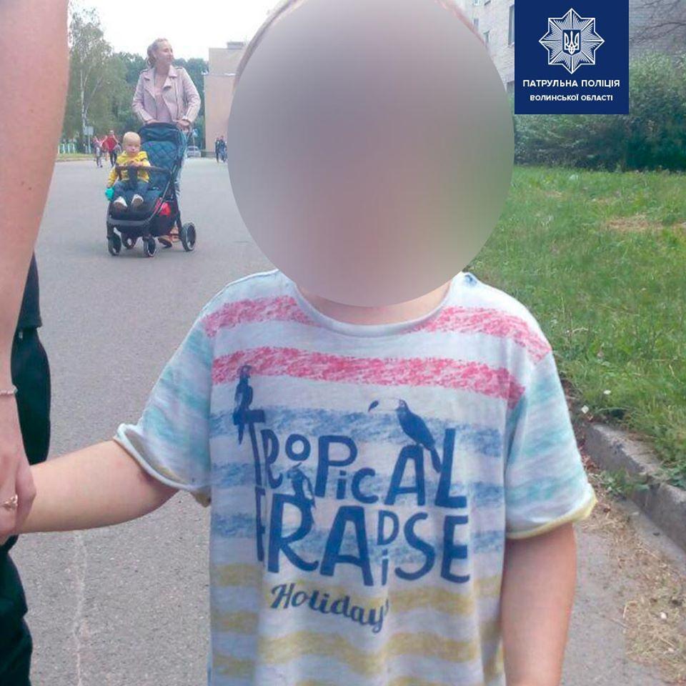 У Луцьку розшукали рідних 4-річного хлопчика, який сам гуляв містом