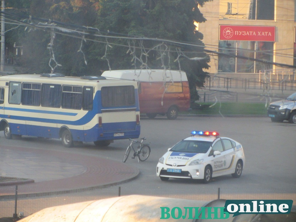У поліції не можуть пояснити, як рейсовий автобус з заручниками опинився у центрі Луцька