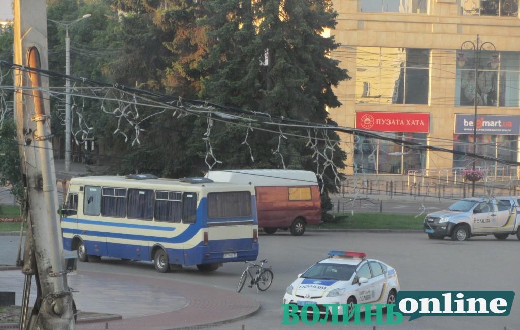 Журналіст, який переховується у Європі: «Авто з центрального апарату МВС помітили у Луцьку до захоплення заручників»