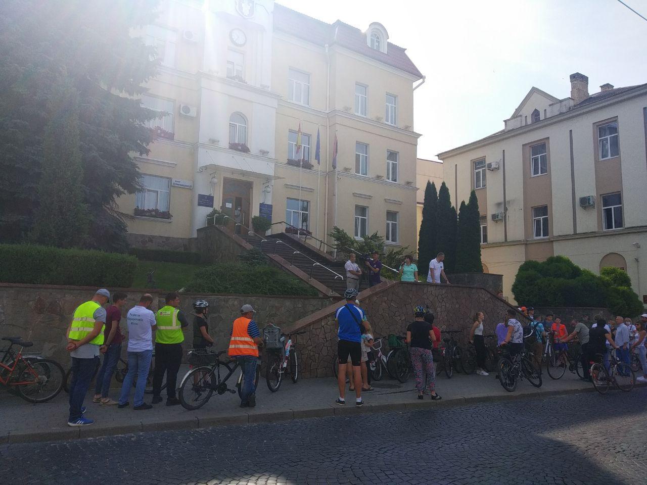 У Луцьку лучани влаштували велопробіг на підтримку маршруток до їхнього мікрорайону