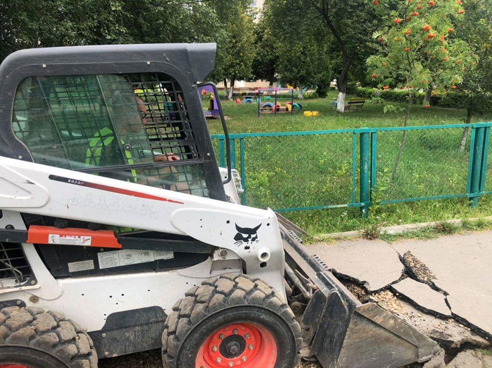 У мікрорайоні ЛПЗ розпочали ремонт пішохідної доріжки