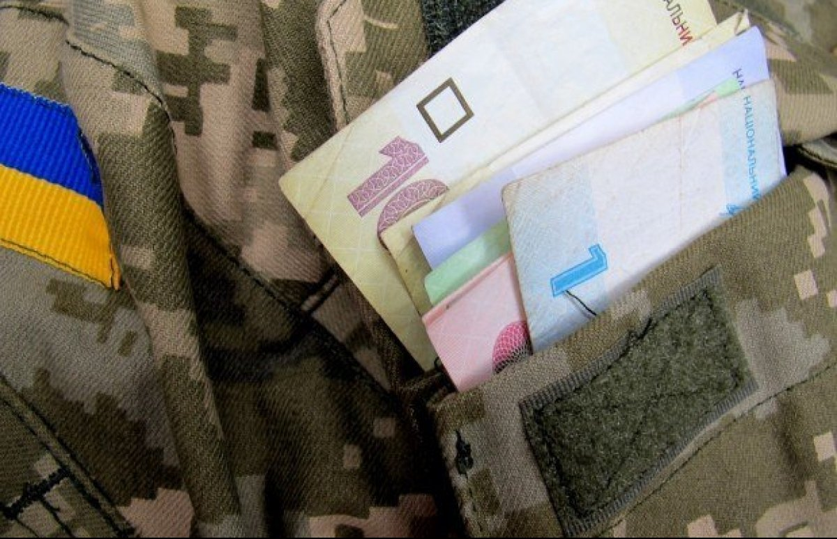 Чотирьом луцьким військовим-контрактникам виплатять матеріальну допомогу