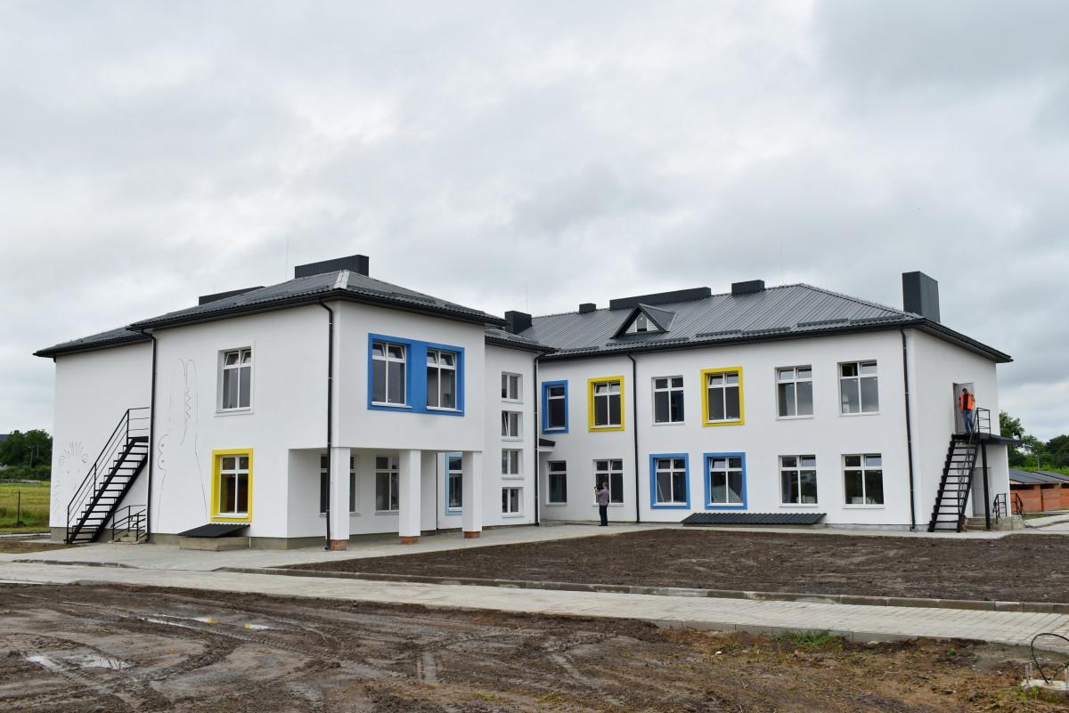 Міністр перевірив будівництво дитсадка у селі поблизу Луцька