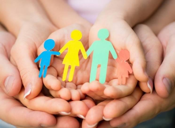 У Луцьку виділяють по тисячі гривень тим, хто утримує дітей та перебуває у складних обставинах