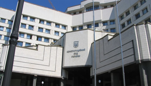 Конституційний суд у вівторок візьметься за мовний закон