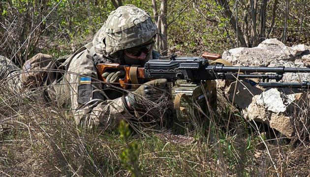 На Донбасі окупанти обстріляли з гранатометів населений пункт