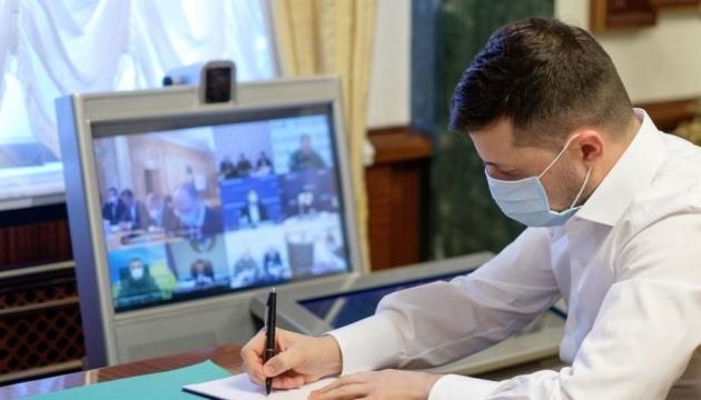 Президент підписав закон про вступ без ЗНО для випускників з окупованого Донбасу й Криму