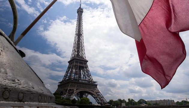 Франція послаблює карантин: дозволили масові заходи до 5 тисяч осіб