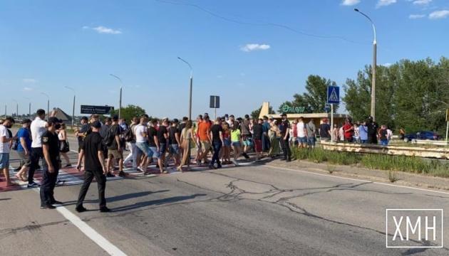 Працівники нічних клубів та ресторатори перекривали міст через Дніпро